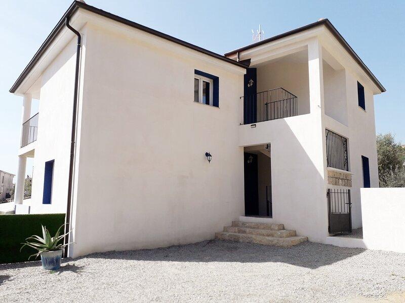 appartamento panoramico e fresco aria condizionata in ogni camera, holiday rental in Santa Maria Navarrese