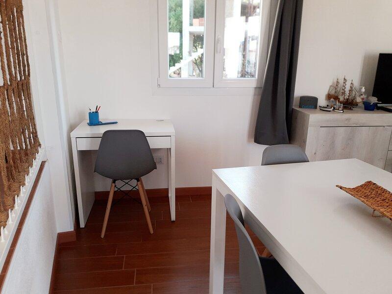 appartamento panoramico e fresco aria condizionata in ogni camera, vacation rental in Baunei