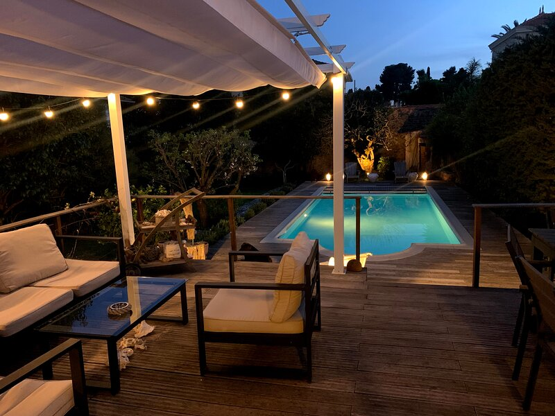 Cannes Villa Charm with swimming pool and garden, holiday rental in Le Cannet