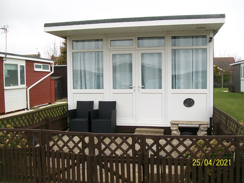 Holiday Chalet, Golden Sands Holiday Park Withernsea., holiday rental in Patrington