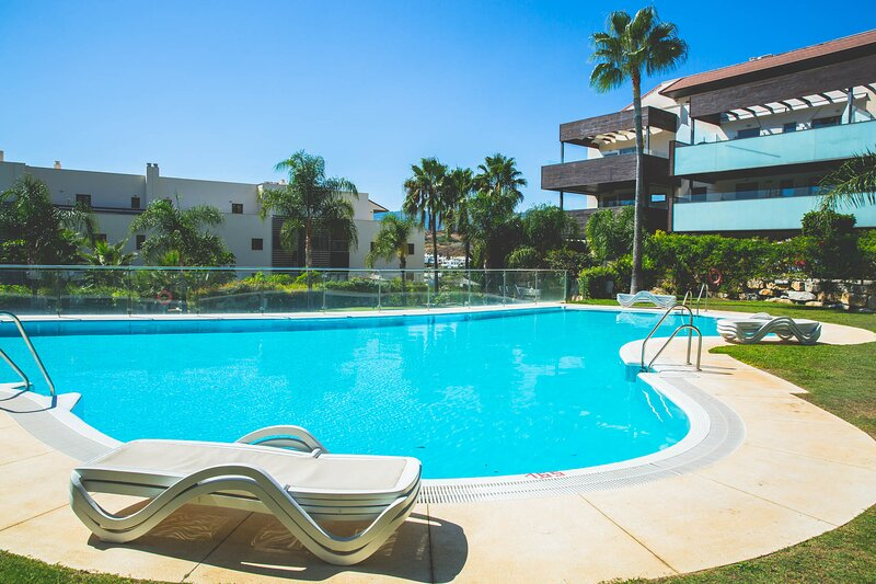 Luxury apartment with panoramic views - Marbella, holiday rental in El Paraiso