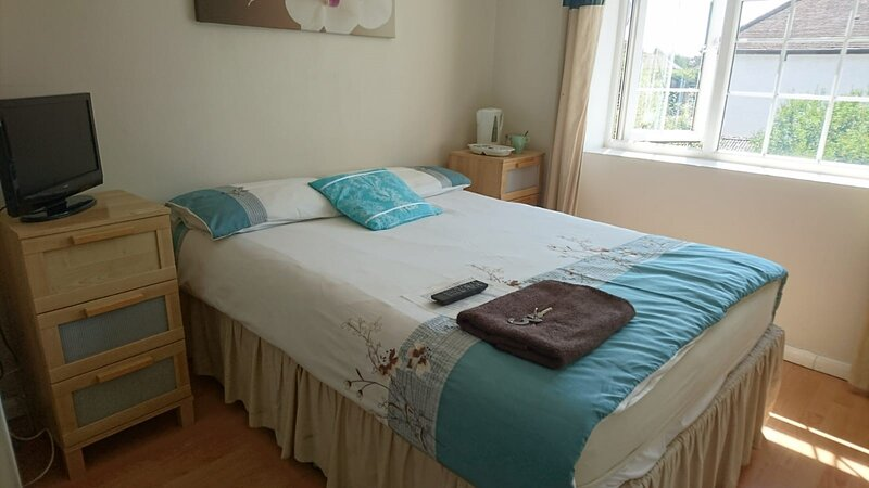 En suite shower room Double room with 1 double deyr, holiday rental in Harmondsworth