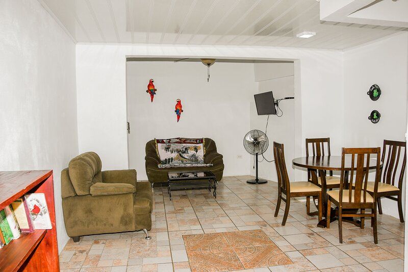1 bedroom 20 min. Alajuela airport. Free Continental Breakfast – semesterbostad i Poas Volcano National Park