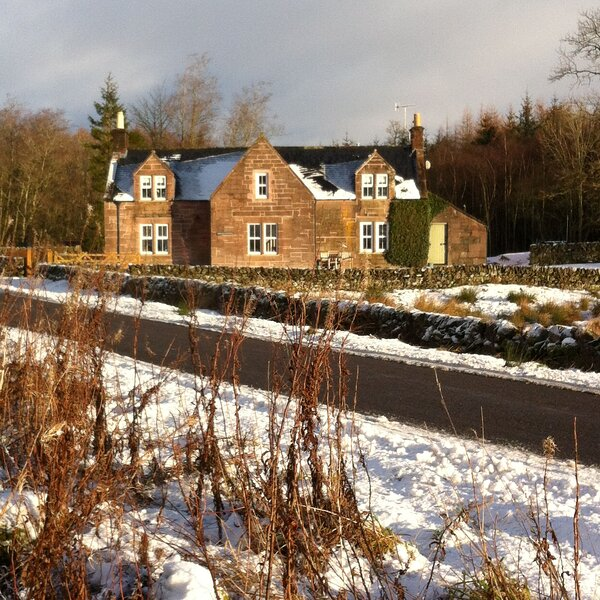 Ghillies Cottage, holiday rental in Thornhill