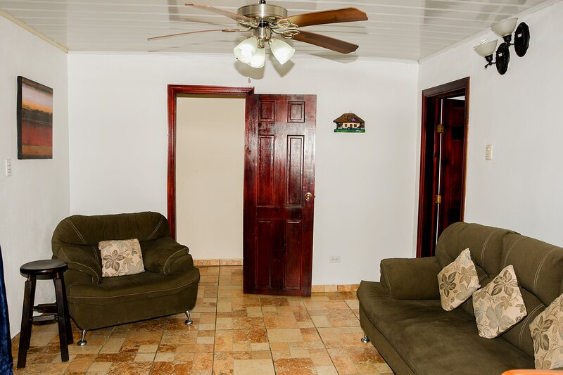 1 bedroom(2beds) 20min Alajuela Airport  Free  Continental Breakfast! – semesterbostad i Poasito