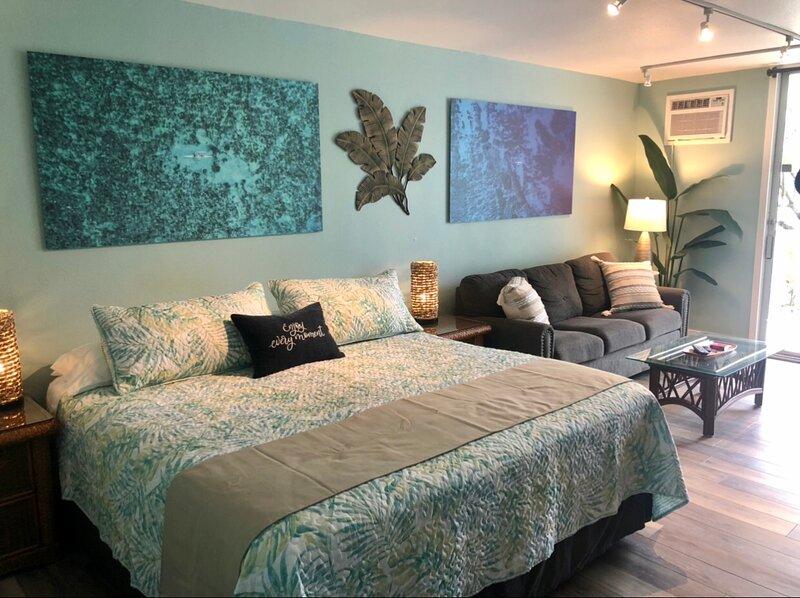Bright and airy island retreat with comfy King size bed.