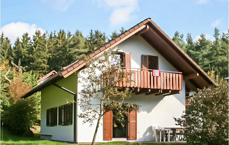 Beautiful home in Kirchheim with Sauna, WiFi and 4 Bedrooms (DHE217), holiday rental in Aua