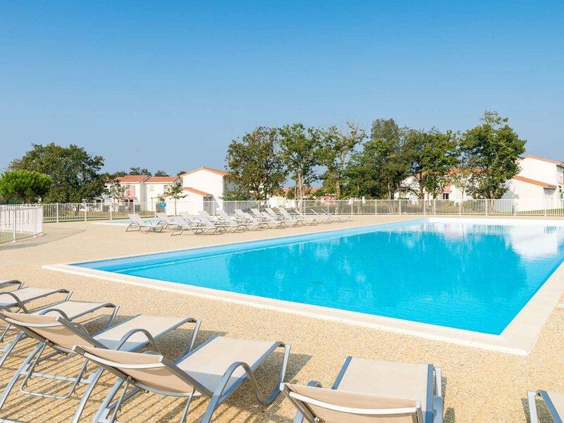 Maison 3 chambres Dans un village de Vacances au calme avec piscine, location de vacances à Bourgenay