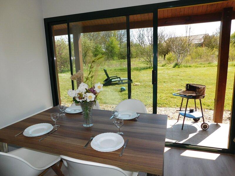 Chalet le Tournesol, location de vacances à Sable-sur-Sarthe