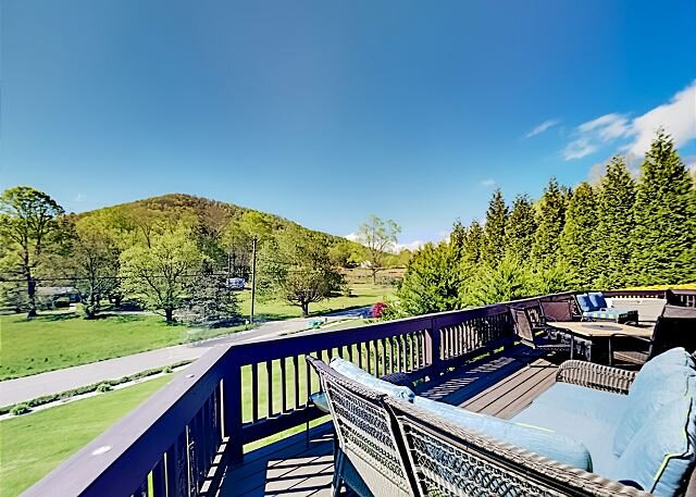 Spacious Mountain-View Retreat | Private Hot Tub, 2 Living Areas, Foosball, holiday rental in Mills River
