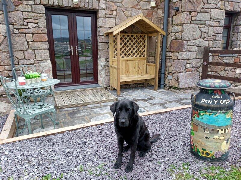 Stunning 1-Bed Apartment in Conwy Pen Cefn Farm, casa vacanza a Betws yn Rhos