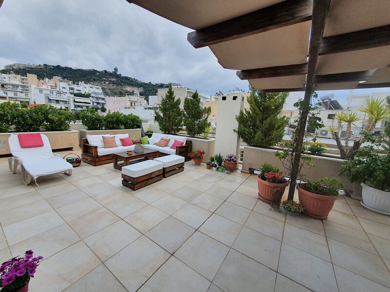 Amazing view - 2 bedrooms sleep 4-7, Athens Center, holiday rental in Athens