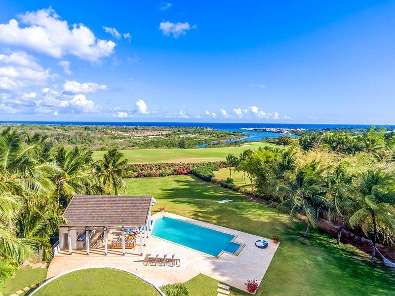 Boca de Chavon Villa Sleeps 10 with Pool and Air Con - 5793220, holiday rental in El Limon