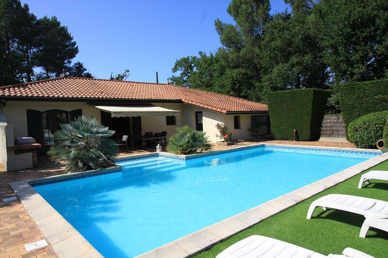 Villa Alexandra - au calme avec piscine, aluguéis de temporada em Le Teich