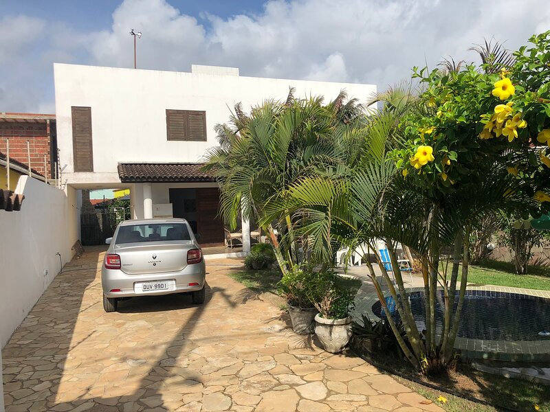 Charming, high standard beach house with privacy, alquiler de vacaciones en Baia Formosa
