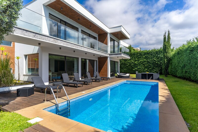 Villa Hyland With Private Heated Pool, aluguéis de temporada em São Martinho