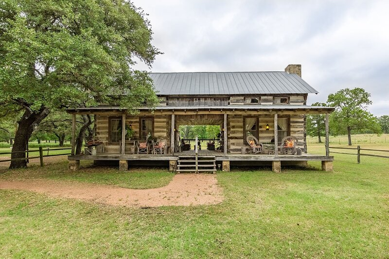 AB Butler's Dog Trot - Cumberland River Suite, holiday rental in Willow City