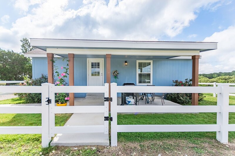 Deer Trail Ranch-Blue Cottage, vacation rental in Stonewall