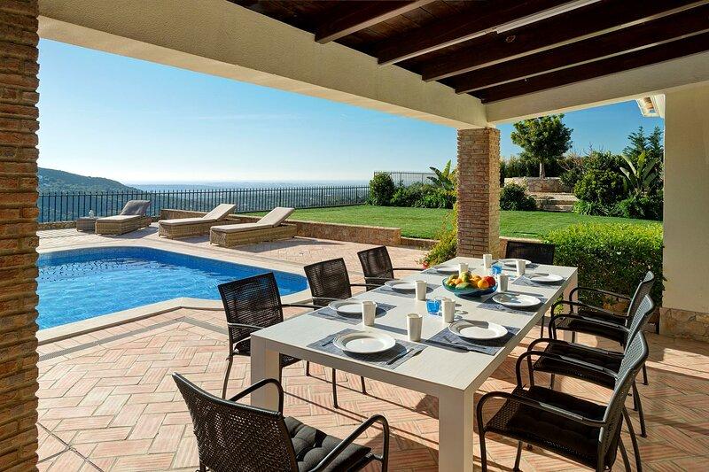 Casa Canasta - luxury villa with spectacular views, location de vacances à Sao Bras de Alportel