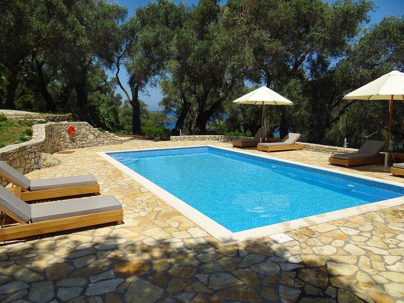 Chlomos Villa Sleeps 8 with Pool and Air Con - 5825317, location de vacances à Mpoukaris