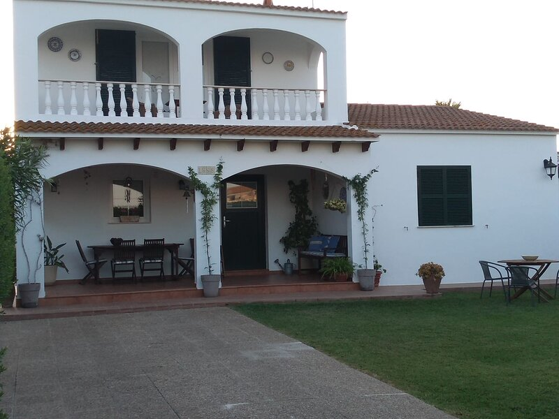 PRECIOSO CHALET INDIVIDUAL CON PISCINA Y JARDÍN PRIVADO, holiday rental in Cala Morell