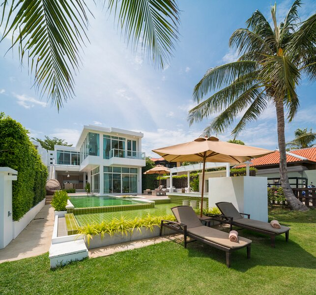 Hat Yai Villa Sleeps 10 with Pool and Air Con - 5827452, alquiler vacacional en Pak Nam Pran