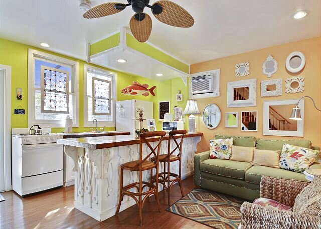 TRANQUILITY - Quaint Cottage in Gated Compound with Shared Pool + Private BBQ, aluguéis de temporada em Key West