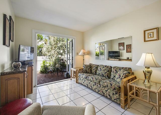 CONCH ADVENTURE Cozy, Relaxing Patio, Walk to Duval Street, Shared Pool, casa vacanza a Key West