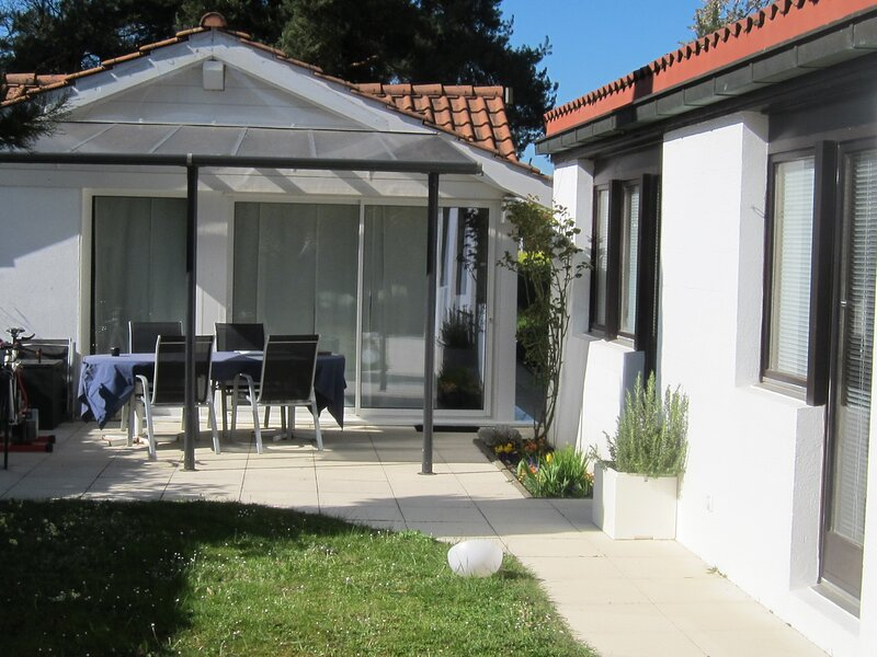 Garden Cottage - very close to the city!, holiday rental in Canton of Geneva