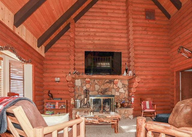 Adorable log cabin! HOT TUB! t family escape -  Lake, Village, walk to Forest, holiday rental in Cherry Valley