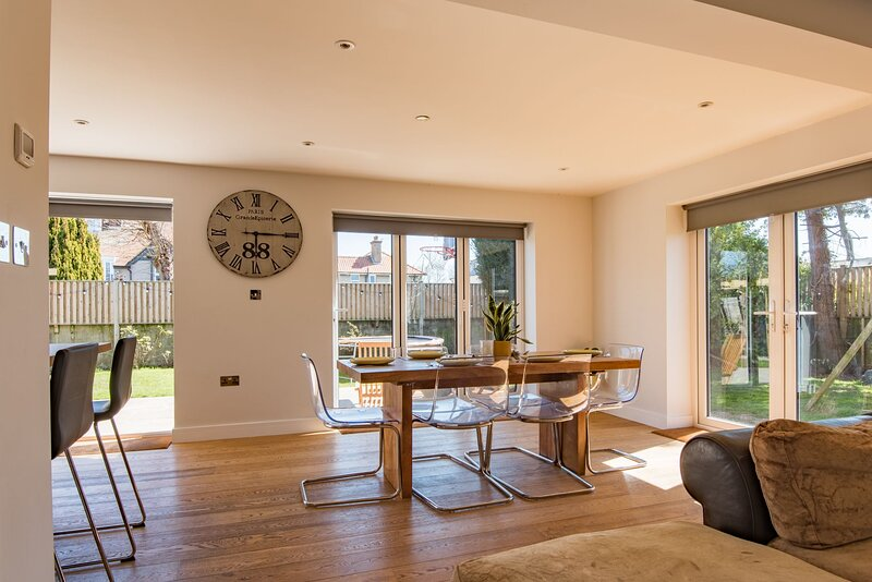 The George - A spectacular holiday home sleeping 8 guests in 4 bedrooms. Complet, holiday rental in Walmer