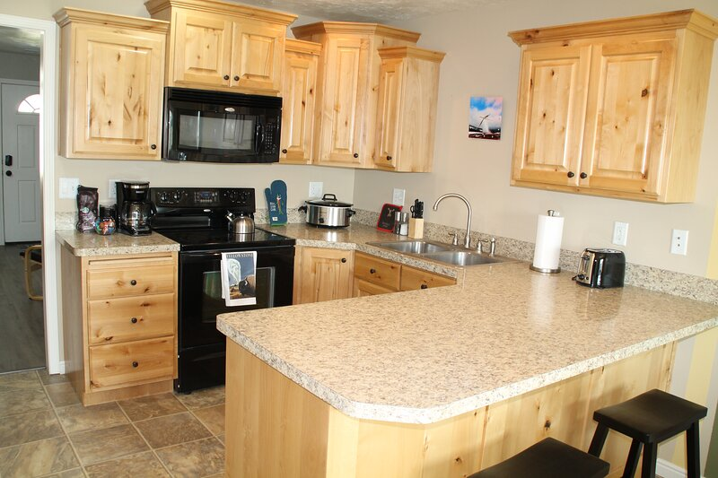 Full condo, 3 queen beds, 1 twin  bed, 2 bedroom, 1.5 Bath, non smoking, holiday rental in Ririe