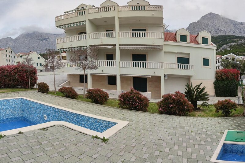 Two bedroom apartment Promajna, Makarska (A-18772-a), holiday rental in Bast