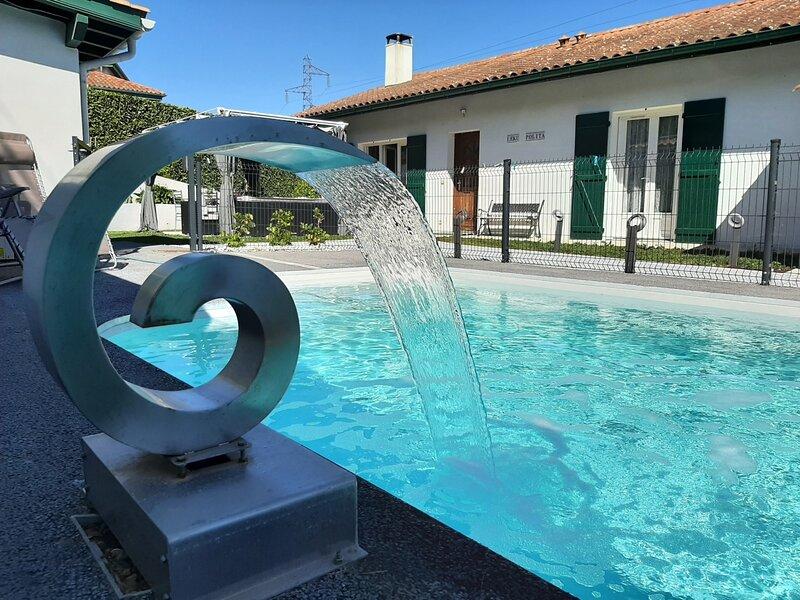 URRIZTIGAIN - terrasse jardin et piscine privative, holiday rental in Urrugne
