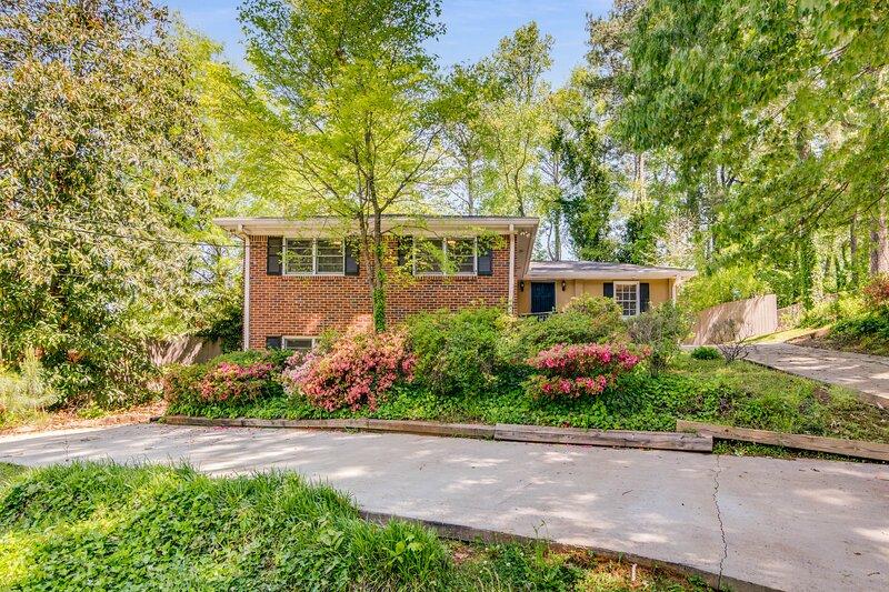 Beautiful Atlanta House 5BR sleeps 14, holiday rental in Pine Lake