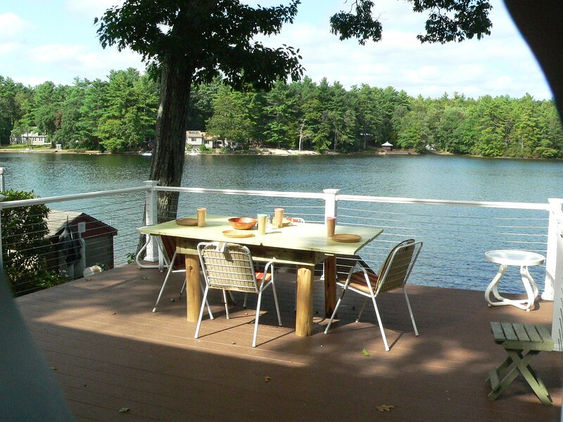 Work remotely by day, a lake dweller by night at Pet Friendly Hillcrest Cottage, location de vacances à Scotland