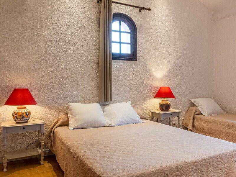 Duplex vue mer dans résidence avec piscine D, location de vacances à Viggianello
