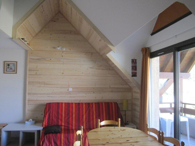 Appartement 8 personnes en duplex spacieux Gardette A46 Réallon, holiday rental in Puy-Sanieres