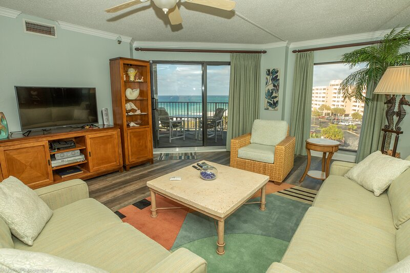 IR 510 is a open floor plan 2 BR with great gulf views and free beach set up, holiday rental in Shalimar