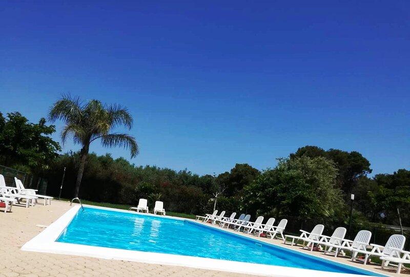 Luxury Holiday House con Piscina, location de vacances à Torre Lapillo
