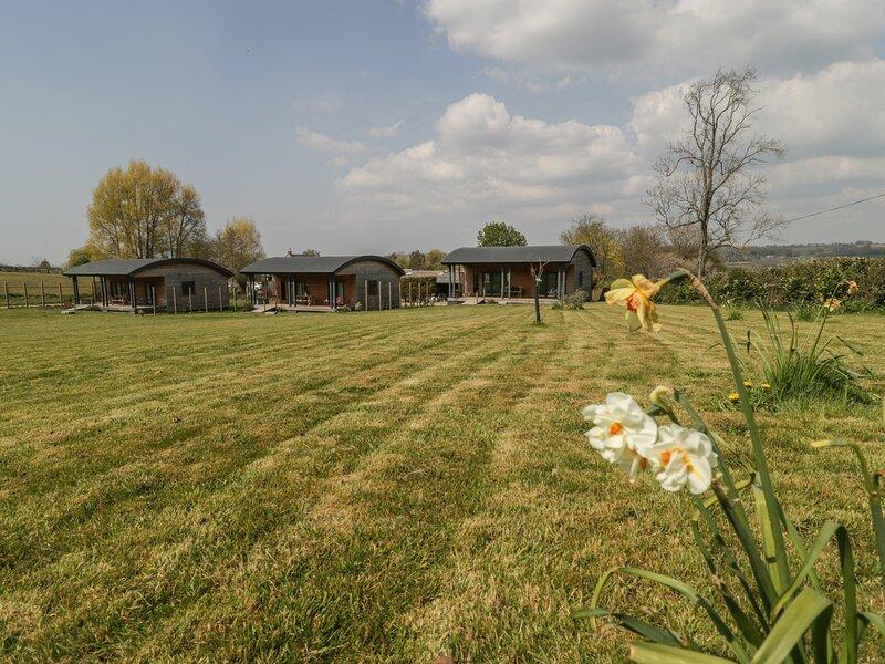 BLUEBELL, rural location, pet-friendly, near East Pennard, holiday rental in Pilton