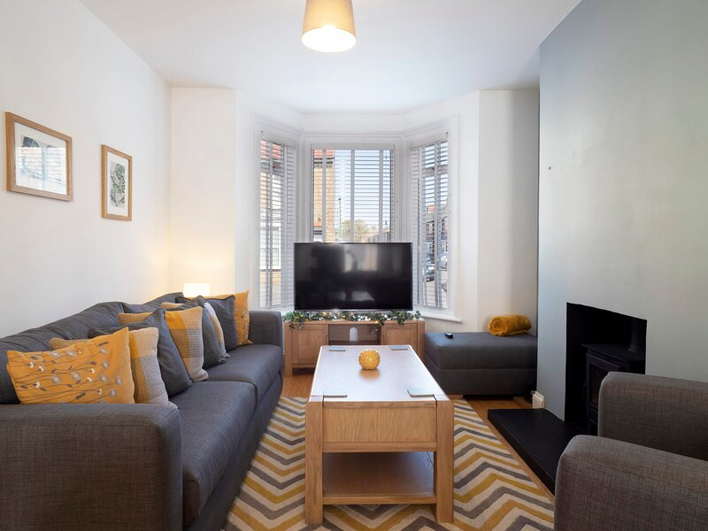 Lovingly refurbished family home in the heart of Ramsgate, holiday rental in Minster