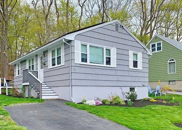 Ryal Side Hideaway Cove: A hidden gem with river views in Beverly., vacation rental in Salem