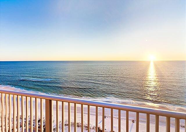 Regency Towers Condo | Incredible Oceanfront Balcony | Saltwater Pools, casa vacanza a Panama City