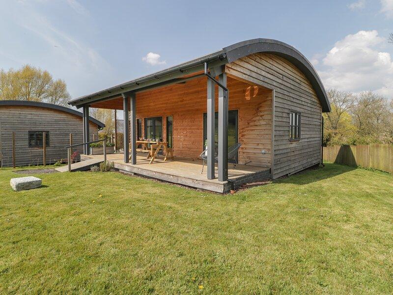 FOXGLOVE, pet-friendly, open-plan, near East Pennard, holiday rental in Pilton