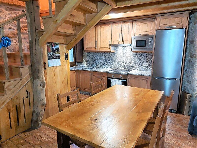 Casa rural con barbacoa y jardin., holiday rental in Dumbria