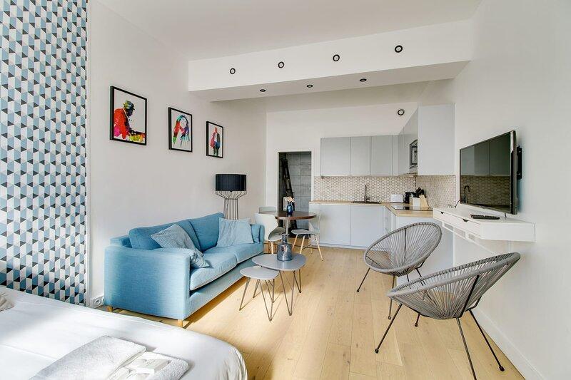 176 Suite Jean, Great Studio, Paris, holiday rental in Le Pre Saint Gervais