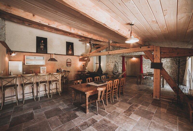 Grand gîte écolo à la ferme bio d'Archelles, vacation rental in Lieurac