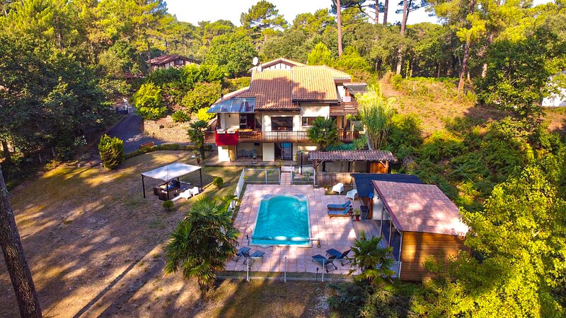 Villa in the forest of Seignosse 600m from the beach Great for large groups, vacation rental in Seignosse