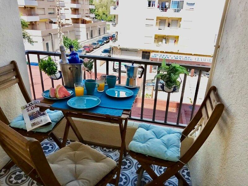 Newly designed, small apartment near the sea, alquiler de vacaciones en Torredembarra